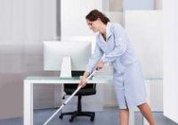 Pracovníci úklidu jsou zaměstnávání v různých odvětvích průmyslu.